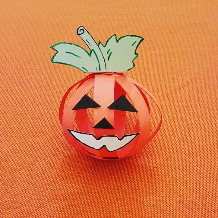 Easy Halloween crafts for kids using paper