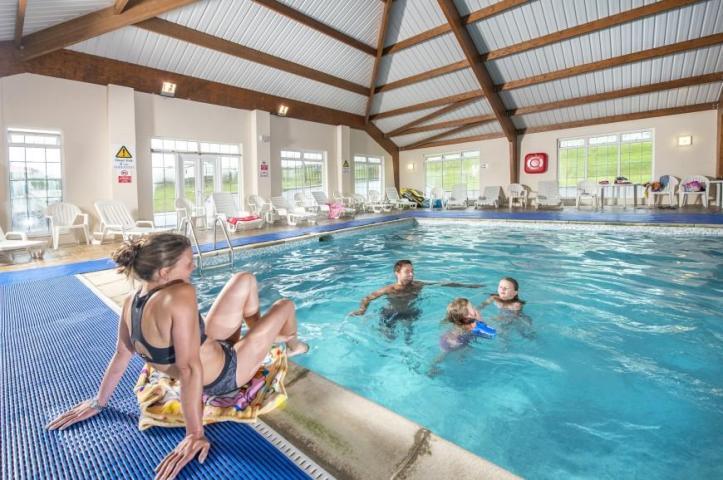 swimming pool at john fowler widemouth bay caravan park