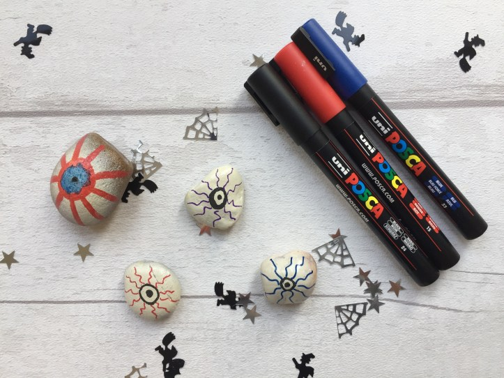 halloween-rock-painting-ideas-posca-pen-eyeballs