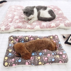 Soft Fleece Pad Pet Blanket Flannel Thickened Pet Bed Mat Puppy Dog Cat Sofa Cushion Keep Warm Sleeping Cover