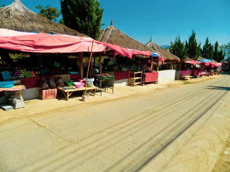 Vendors at the Santichon entrance