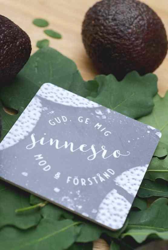 Kvadratiskt glasunderlägg: Gud, ge mig sinnesro, mod & förstånd