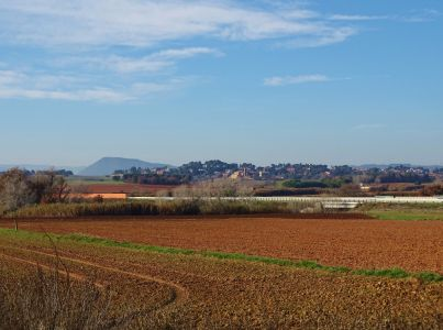 Pretensió d'ocupar sòl industrial al costat de Sant Iscle de l'eix Transv.