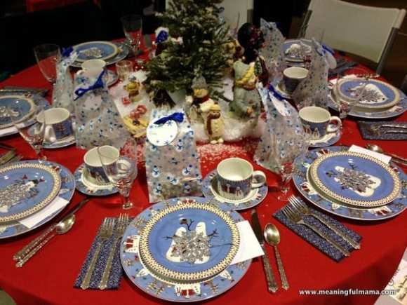 1-#christmas #table #decorations #decorating ideas #diningroom-003
