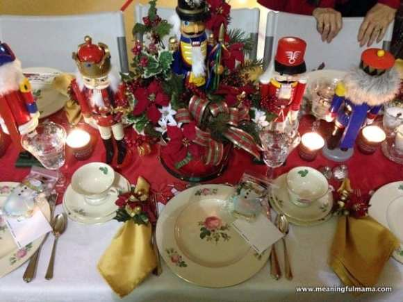 1-#christmas #table #decorations #decorating ideas #diningroom-005