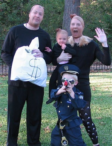 family costume ideas cops and robbers