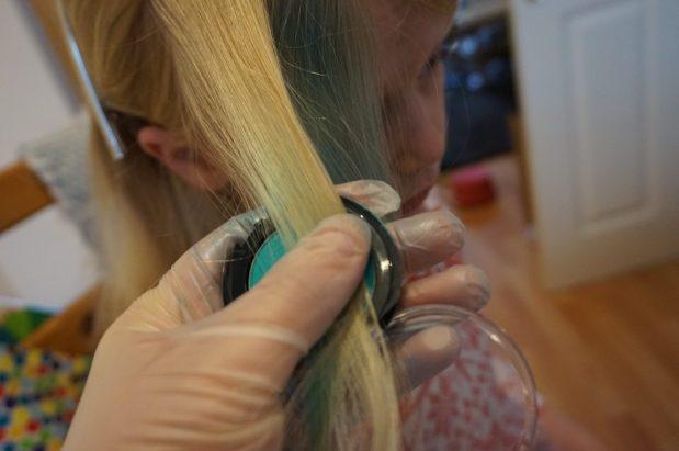 FabLab Hairlights #haircolour #hairchalk #kidscrafts #children #cosmetic #interplay #fablab #haircolour