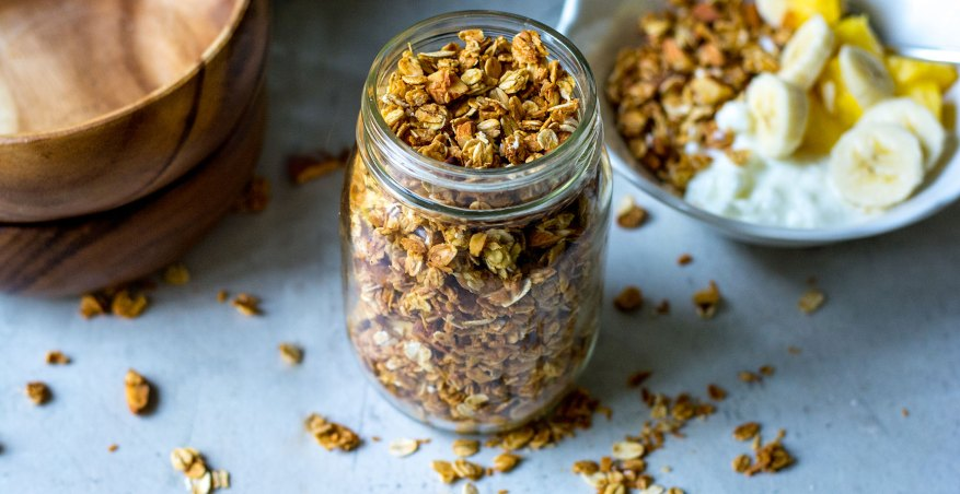 granola in mason jar with yogurt