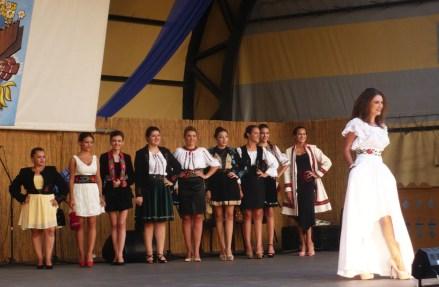 Prezentare creații vestimentare Virginia Linul