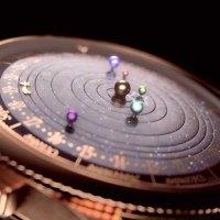 Reloj Planetario en Movimiento