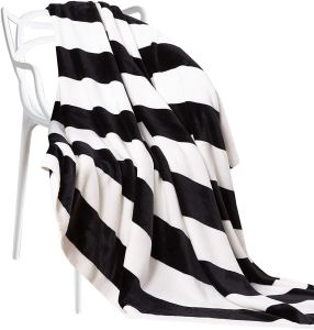 black-and-white-flannel-throw-blanket