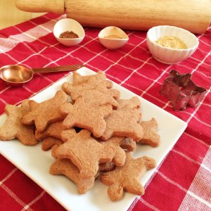 Low Carb Vegan Gingerbread Cookies | a simple and delicious low carb, sugar free and keto and LCHF-friendly Christmas holiday cookie!