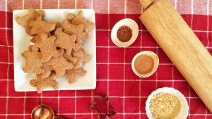 Low Carb Gingerbread Cookies   a simple and delicious low carb, sugar free and keto and LCHF-friendly Christmas holiday cookie!
