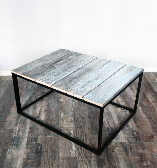 Журнальный стол из старых досок