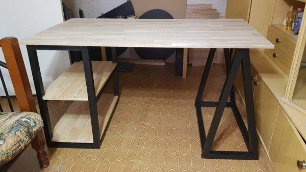 Компьютерный стол из мебельного щита