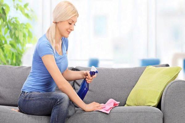 Необходимо периодически чистить всю мягкую мебель