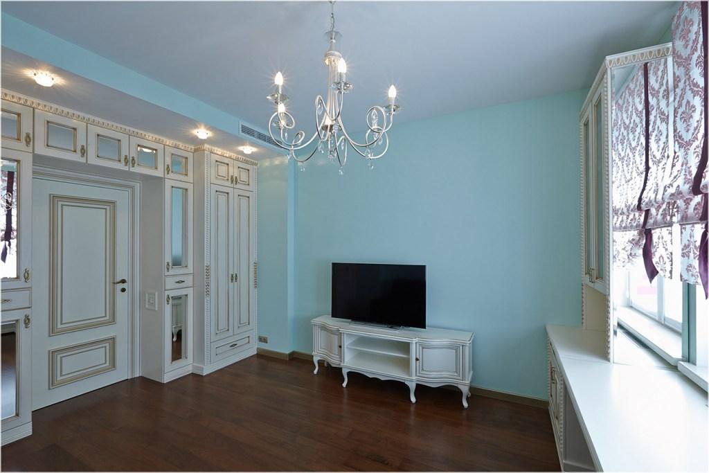 спальня в классическом стиле с фрезерованными фасадами