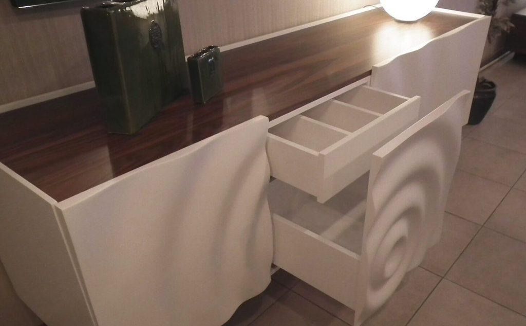 тумба в прихожую с фрезерованными фасадами в виде волны