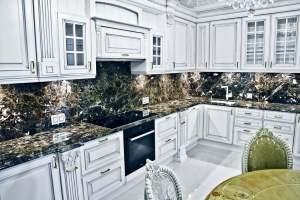 кухня в классическом стиле массив и мрамор