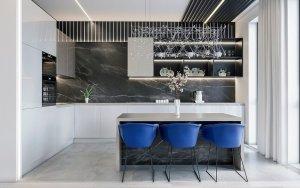 просторная кухня с барной стойкой в современном стиле