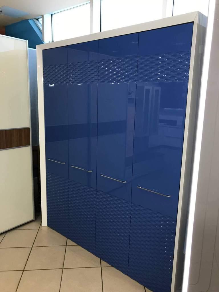 Синий шкаф с фрезеровкой фото 1