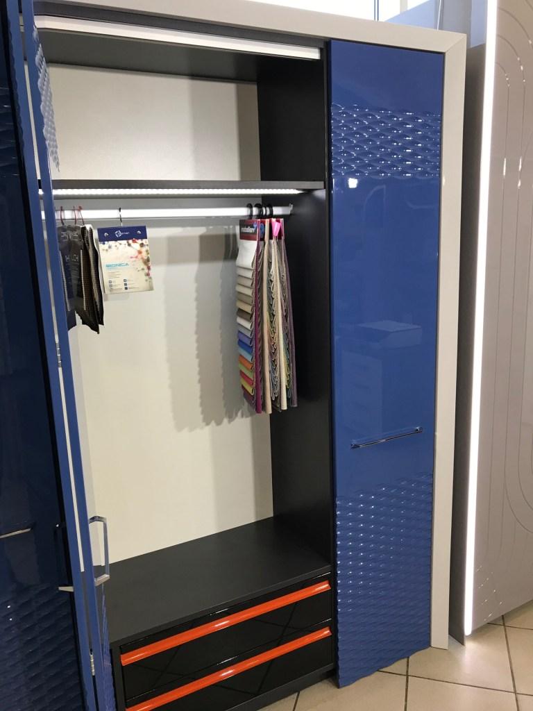 Синий шкаф с фрезеровкой фото 6
