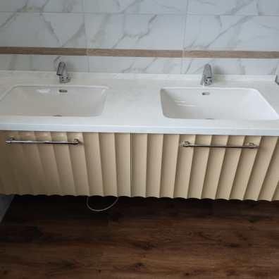 тумба в ванную с фрезерованными фасадами, покрытие эмль.