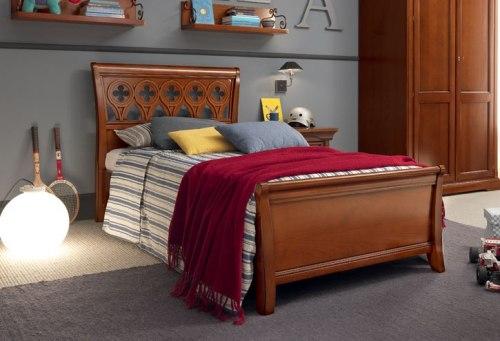 Кровать с резным изголовьем и изножьем 100х200