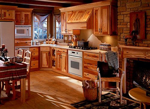 Существует множество вариаций кухни с использованием дерева