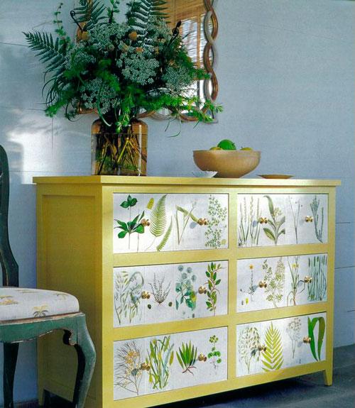 Декупаж подарит новую жизнь старой мебели