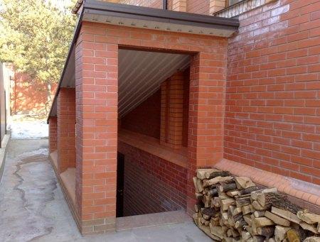 Вход в подвал в частном доме