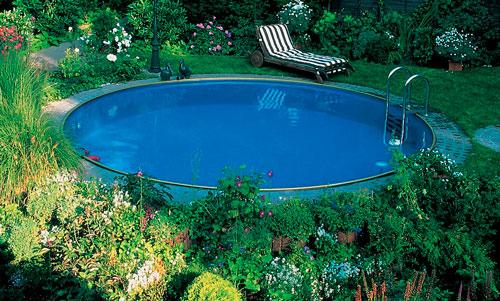 Выберите место для бассейна так, чтобы рядом не было кустарников и деревьев