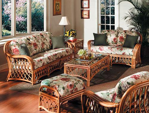 Производители часто предлагают целые комплекты мебели из ротанга