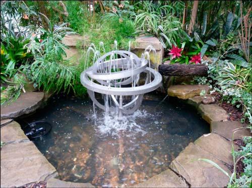 Вы легко можете подобрать именно тот стиль фонтана, который подойдет к общему дизайну участка