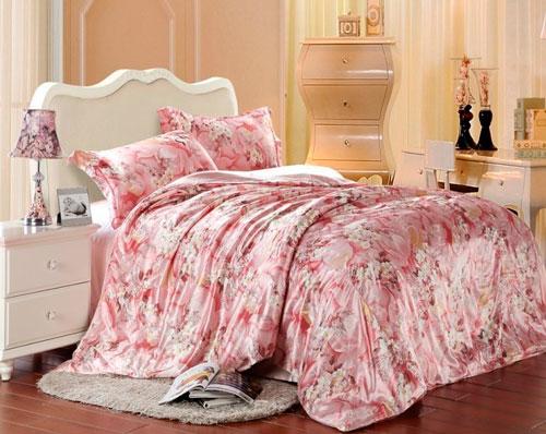 Достаточно красивого покрывала, чтобы преобразить спальню