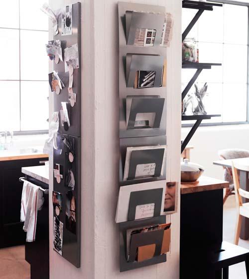 Хранение в газетнике на стене