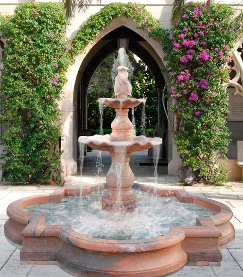 Установка фонтана сделает выигрышным дизайн любого участка