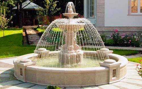 Размеры фонтана зависят от размеров вашего участка