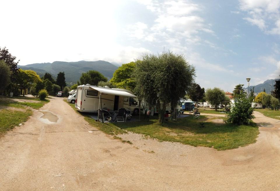 Vår plats i Torbole. Rymlig när grannarna åkte.