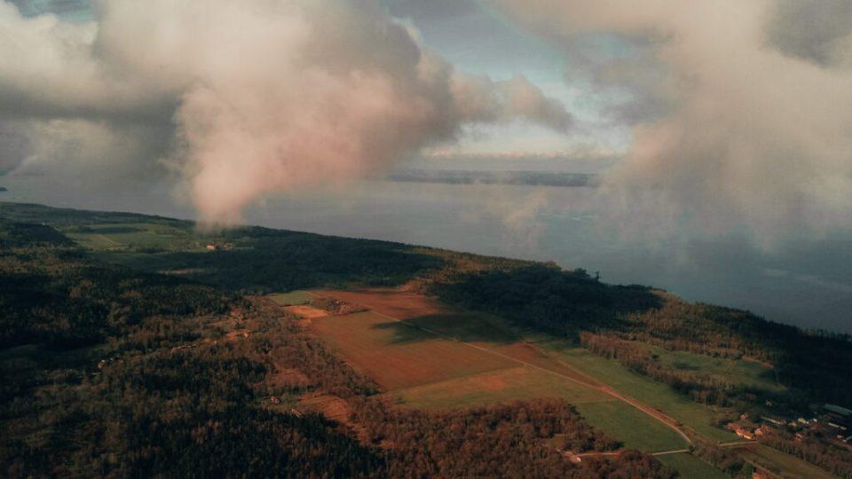 Stenbrottet ligger nära Vänern.
