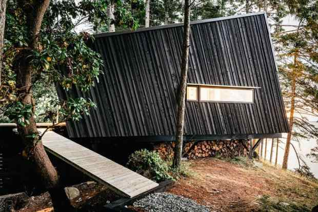 a picturesque off-grid retreat in the rainforest | @meccinteriors | design bites