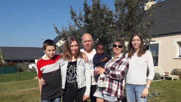 Bertine, 18 mois et sa famille d'accueil