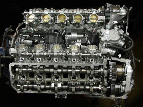 bmw-m5-e60-engine02