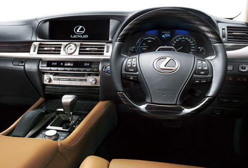 20150205-lexus-ls-multi