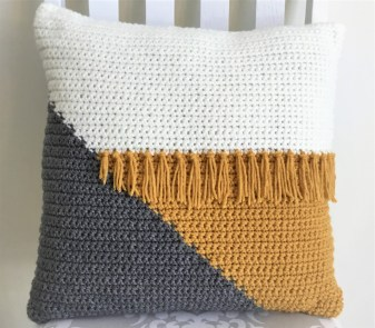 3 Recommended Designs of Crochet Patterns for Pillow Covers Cool Crochet Color Block Pillow Crazy Cool Crochet