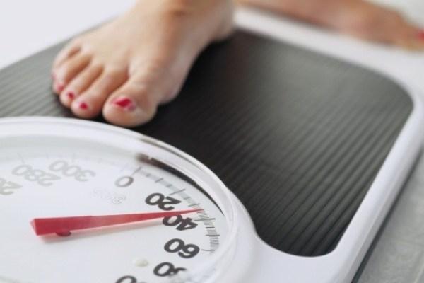 Bà bầu sụt cân khi mang thai 3 tháng đầu là do đâu?
