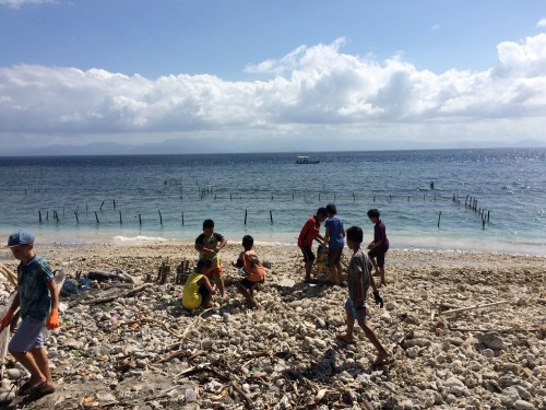 fnpf cleaning beach nusa penida
