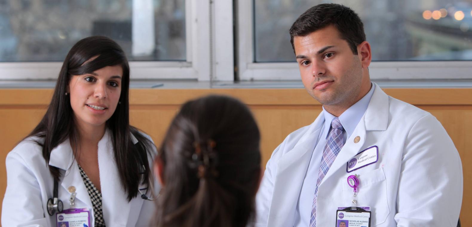 Kelulusan mahasiswa kedokteran New York University dipercepat