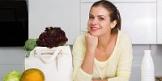 لعشاق منتجات الألبان، يمكنك أيضا إضافة الحليب إلى العصير. للحصول على خام أكبر وتعزيز وجود الفوليات - حفنة من دقيق الشوفان أو حفنة من جراثيم القمح. لمزيد من الفائدة ومرة أخرى، تعزيز وجود فيتامين B9 - بذور تشيا أو البذور أو عدة بتلات اللوز. وما زلت أطعم مثل عصير أسرتك، لأن حمض الفوليك يحتاج إلى رجال لإنتاج الحيوانات المنوية العادية!