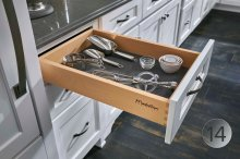 A non-slip insert helps buffer sound and can be used in drawers and roll-outs of any size!